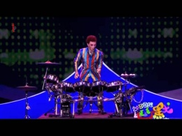 Drummers juggling act from China Comedy Festival on CCTV - Jongleur_125